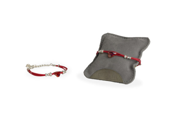 bracciale filo cerato rosso con swarovski cuore e passanti in metallo