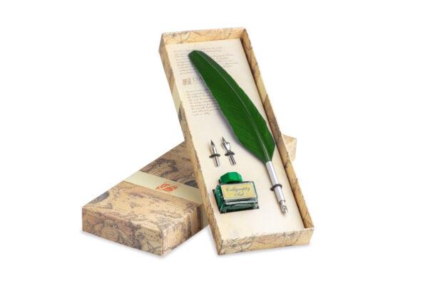 Set calligrafico con penna piuma verde, inchiostro e due pennini