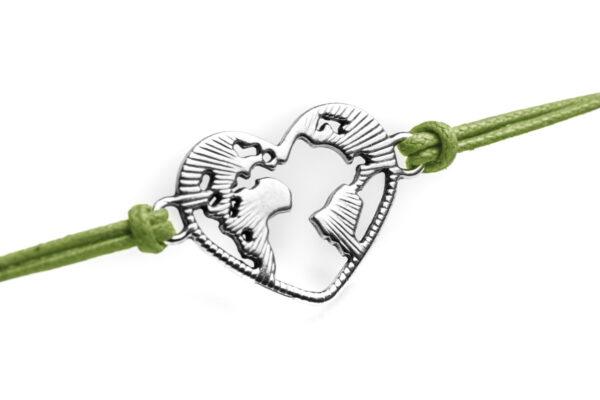 Dettaglio mondo a forma di cuore in metallo bracciale verde